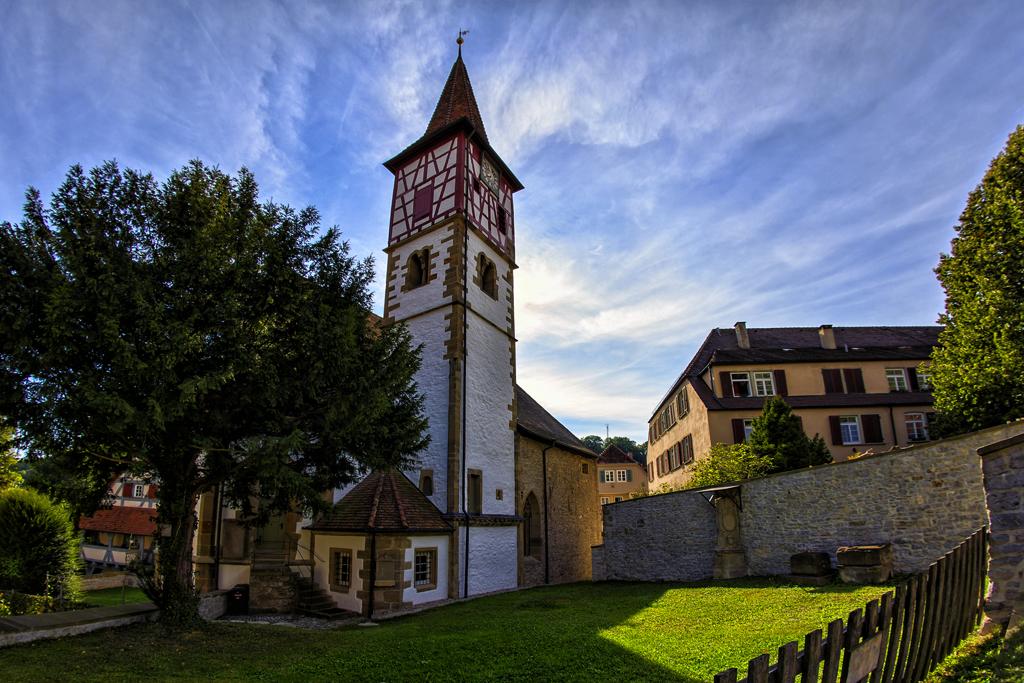 Urbanksirche mit dem ehemaligen Friedhof
